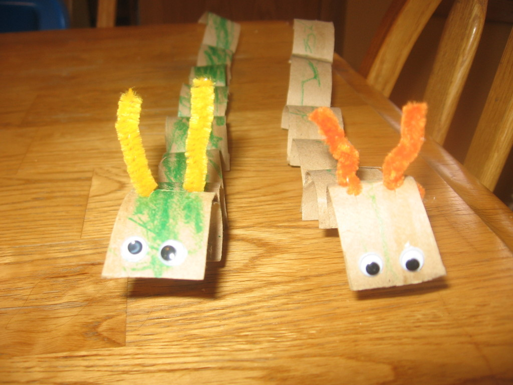 toilet paper tube inchworm 1024x768 7 Fun Crafts for the Letter I