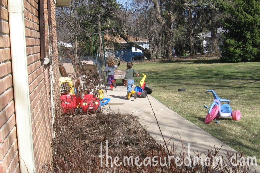 outdoor math game for preschoolers 2 the measured mom 1024x683 Outdoor Math Game for Preschoolers: Exploring Size (with printable action cards)