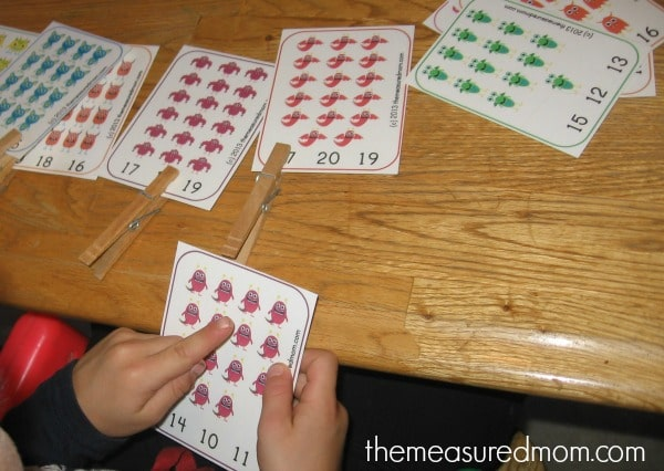 Get this great preschool counting printable for FREE: monster count and clip cards!