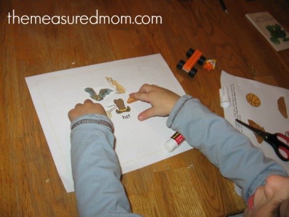 winter emergent readers 8 the measured mom 590x442 Free Winter Emergent Readers! (sight word readers, set 13)