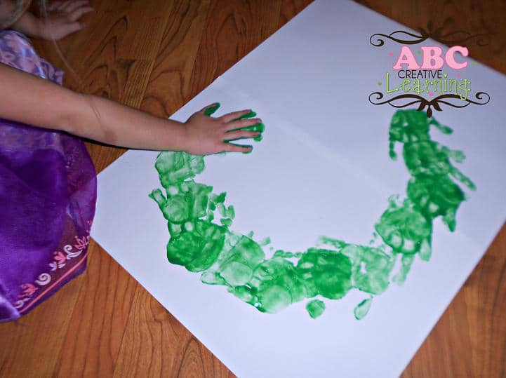Handprint Wreath Arts and crafts Last minute Christmas decorations (that your kids can make!)    plus a new After School Linky