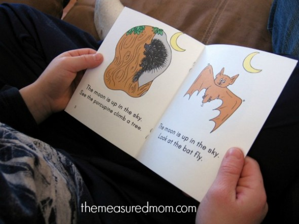Here's yet another set of free emergent readers in the Measured Mom's collection... this time about the sun, moon, and planets.