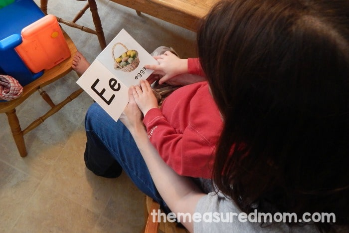 These are such great alphabet printables! Each ABC book comes with 7 bright photographs. And they're FREE!