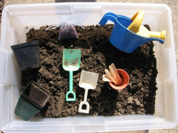 garden sensory play 1 590x442 Summer Boredom Buster for Preschoolers   Make a garden in a box