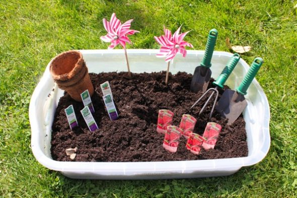 garden sensory tub 10 590x393 Summer Boredom Buster for Preschoolers   Make a garden in a box