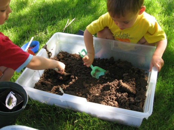 garden sensory tub 2 590x442 Summer Boredom Buster for Preschoolers   Make a garden in a box