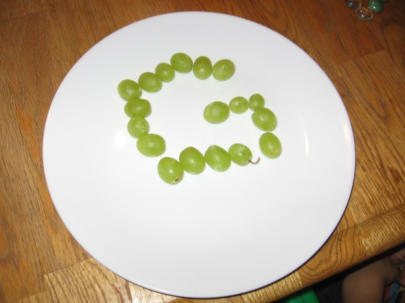 make letter G with grapes