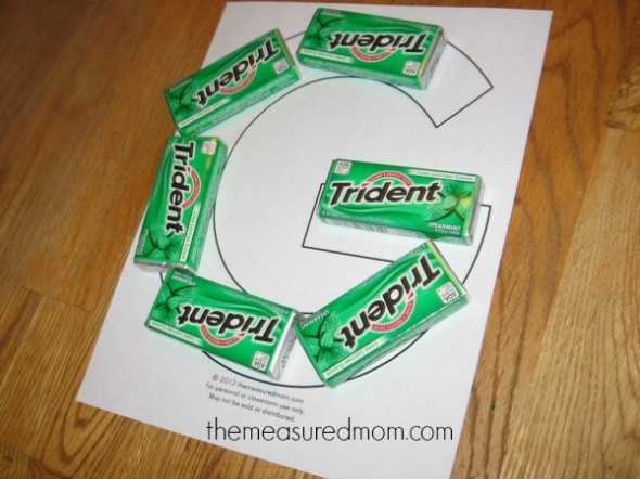 make letter G with gum