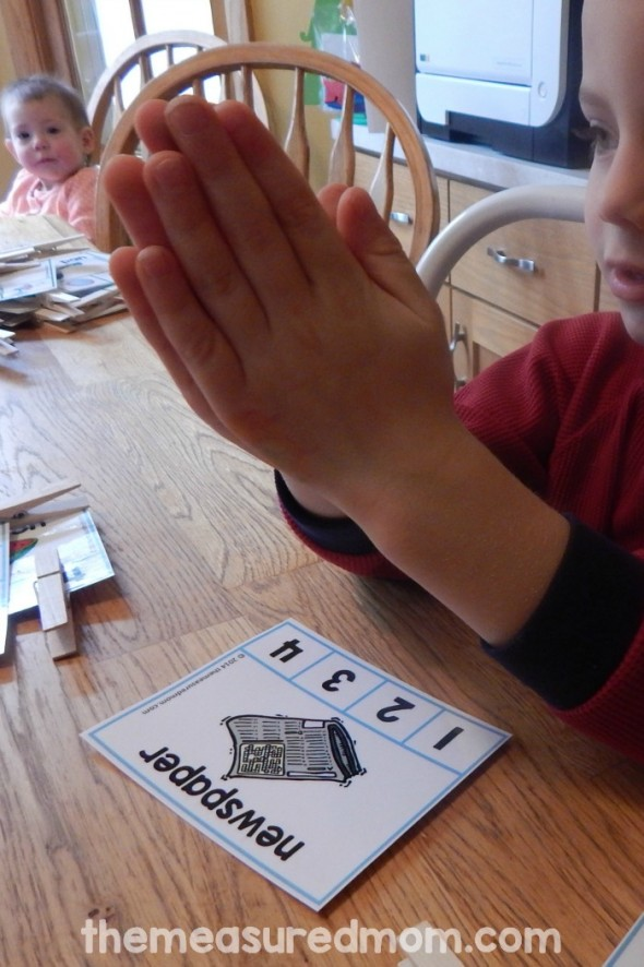 This free syllable activity is great for kindergarten! Just have your students clip the number on the syllable cards. For 1, 2, 3, or 4 syllables.