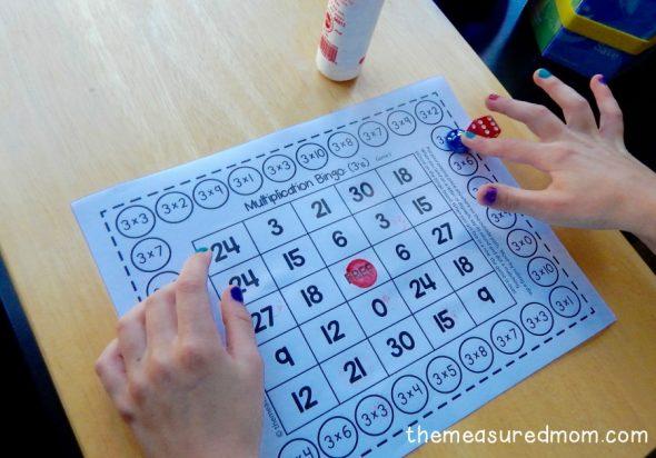 child playing multiplication bingo